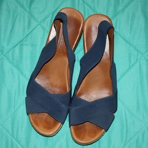 Gentle Souls by Kenneth Cole Kindal Wedges 9